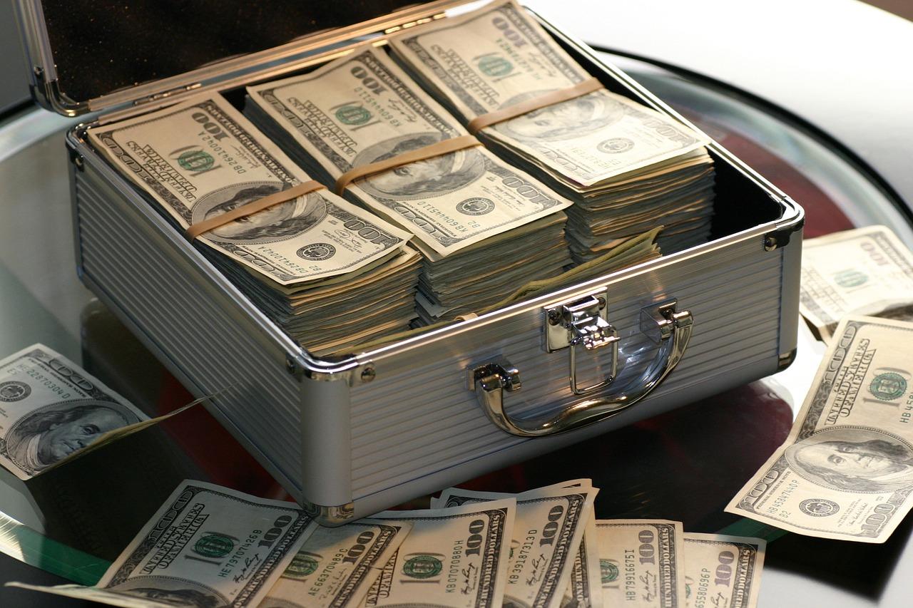 dolary v kufru
