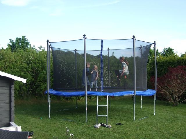děti na trampolíně.jpg