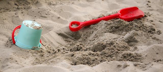 hračky na pískovišti.jpg